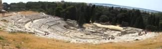 Siracusa, teatro greco: ricostruito in età ellenistica, dovette essere già in uso alla fine del V secolo a.C.