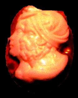 Cammeo in agata calcedonio di età romana con i profili di Amilcare e Annibale Barca. Napoli, Museo Archeologico Nazionale.