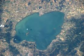 Il lago Trasimeno: a Tuoro del Trasimeno fu combattuta il 21 giugno del 217 a.C. una delle più importanti battaglie della seconda guerra punica.